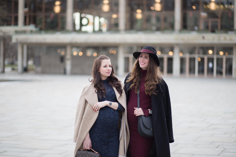 Lindas mörkröda klänning som hon bär i samma storlek som hon hade haft även  om hon inte vore gravid kommer från Zara och även hon trivs 519578b893d44